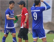 ĐTVN đội mưa tập luyện trước cuộc so tài với Triều Tiên