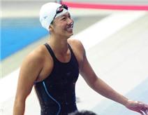 Ánh Viên lần đầu cười tươi khi về đích ở SEA Games