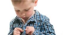 Trẻ học được nhiều kỹ năng từ việc tự mặc quần áo