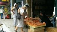 Bánh trung thu 15.000 đồng bán ở hàng trà đá