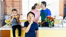 Hoàng Bách: Sẽ chấp nhận khi con trai yêu vợ hơn bố mẹ