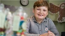 Cậu bé 11 tuổi kiếm hơn 34 triệu/tuần nhờ bán văn phòng phẩm