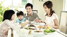 Làm thế nào để dạy con lịch sự khi ăn uống?