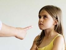 Ứng xử thông minh của cha mẹ khi con mắc lỗi với người lạ