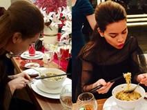 Thích thú với hình ảnh 'cặm cụi' ăn mì tôm của Hồ Ngọc Hà khi dự tiệc