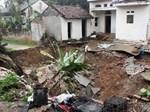 TP.HCM: Xuất hiện hố tử thần trong nhà nuốt nhiều tài sản, người dân hoảng loạn-4