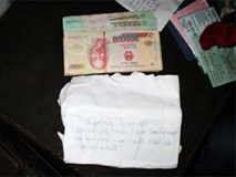 Bắt quả tang cô giáo nhận tiền chạy biên chế
