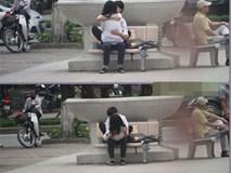 """Hình ảnh cặp đôi học sinh khiến người đi đường """"đứng hình"""""""