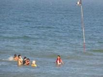 Kinh nghiệm tránh các vũng xoáy chết người khi đi tắm biển trong kỳ nghỉ lễ