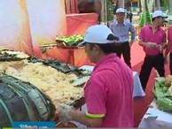 Clip: 1.000 người thưởng thức bánh chưng 2,5 tấn