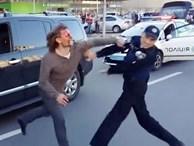 Đô vật từng vô địch Olympic gây sốc khi một mình đánh lại 7 cảnh sát