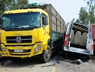Cận cảnh xe tải va chạm xe khách, 4 người chết