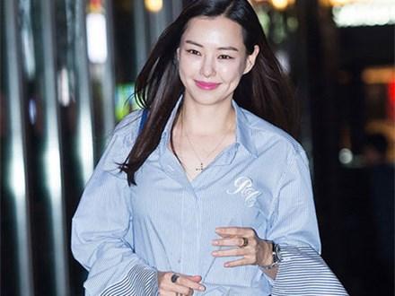 Mỹ nhân Hàn lăng xê mốt quần loe và áo sơ mi kiểu cách