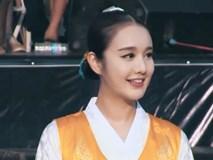 """Thiếu nữ người Hàn làm """"chao đảo"""" cung đình Huế"""