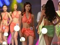 Cuộc thi sắc đẹp bắt thí sinh thay bikini trên sân khấu