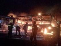 Vụ 2 xe khách tông nhau bốc cháy: 12 người không thể nhận dạng