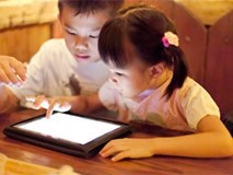 Bố mẹ chủ quan, để ti vi, ipad 'cướp' mất đôi mắt con trẻ