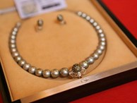 Điểm đặc biệt của chiếc vòng ngọc trai tặng phu nhân Obama