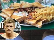 Choáng với bữa sáng ngồn ngộn thức ăn của nhà cựu vô địch thế giới quyền anh