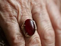 Câu chuyện chiếc nhẫn ngọc và bài học về giá trị con người