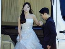 Hé lộ loạt ảnh hẹn hò của cặp đôi Song Joong Ki và Song Hye Kyo