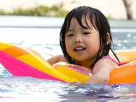 Muốn con không gặp 'hoạ' khi đi bơi, bố mẹ nên biết những điều này
