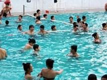 Cách phân biệt bể bơi sạch và bể bơi có hóa chất độc