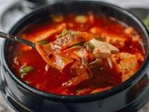 Canh kim chi thịt heo chua cay cho cơm chiều thêm hấp dẫn