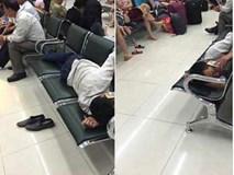 Hình ảnh 'phát ngượng' của người đàn ông ở sân bay Nội Bài