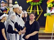 Khăn tang nhuộm trắng nhà tang lễ Bộ Quốc phòng
