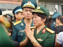 Khoảnh khắc lay động lòng người tại lễ tang 9 quân nhân