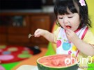 """Những lỗi sai """"kinh điển"""" của cha mẹ khi cho con ăn hoa quả"""