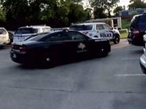"""Bé gái 12 tuổi lái xe hơi chở em 7 tuổi """"bỏ nhà đi"""" khiến cảnh sát mệt bở hơi tai"""