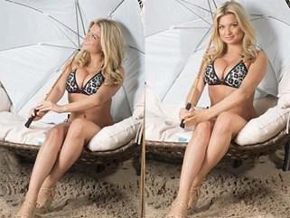"""""""Hoa hậu Anh sex trên truyền hình"""" khoe eo ngấn mỡ trong bộ ảnh bikini"""