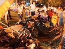 Lexus 570 đâm nát nhiều xe máy, 5 người trọng thương