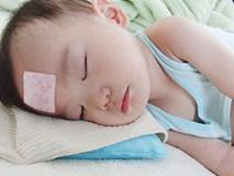"""Kinh nghiệm """"xương máu"""" hạ nhiệt cực nhanh khi trẻ bị sốt cao"""
