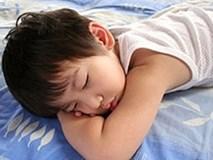 Chỉ một câu nói của mẹ Nhật khiến con lập tức tắt tivi và đi ngủ đúng giờ
