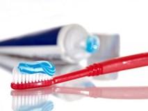 Nam thanh niên suýt mất cả hàm răng vì… đánh răng sai cách