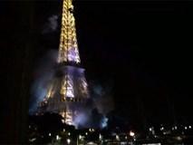 """Tháp Eiffel """"bốc khói"""" ngay sau vụ thảm sát đám đông ở Nice"""