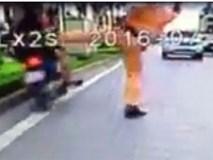 Người đi xe máy lao vào dải phân cách khi CSGT chặn bắt