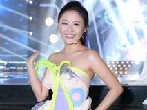 Chiếc váy kỳ quặc, gây tranh cãi của Văn Mai Hương