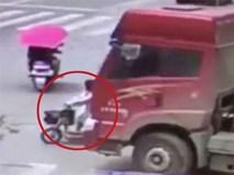 Kỳ diệu cô gái sống sót sau khi ngã xuống đường, bị xe tải 12 bánh cán qua