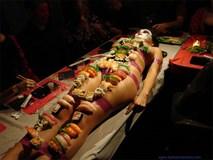 """Vì những lý do này mà """"sushi khỏa thân"""" có sức hút đặc biệt với giới thượng lưu trên toàn thế giới"""