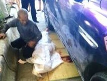 Bé gái 11 tuổi nằm tránh nóng ở lề đường bị ô tô hạng sang cán chết