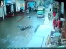 Đi bộ dưới đường ngập nước, 3 người bị điện giật chết