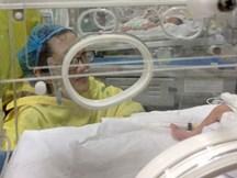Người mẹ ung thư từ chối điều trị để cố sinh con đã qua đời
