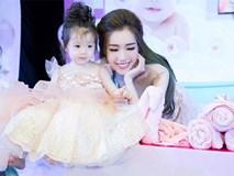 Xúc động clip Elly Trần viết về những ngày Cadie tròn 2 tuổi