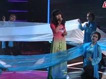 Thí sinh tomboy hát tình ca khiến giám khảo thích thú