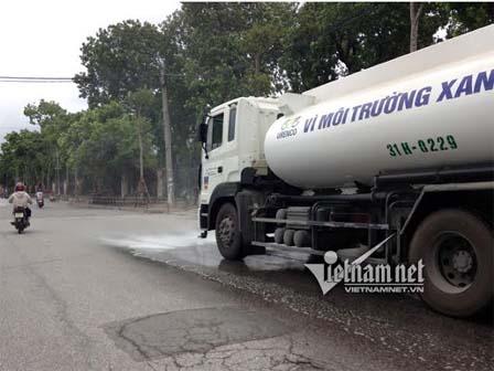 Sao Hà Nội phun nước rửa đường ngay sau mưa lớn?