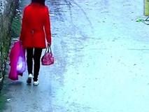 Mẹ bỏ con mới sinh được 2 giờ vào túi nilon đem đi vứt